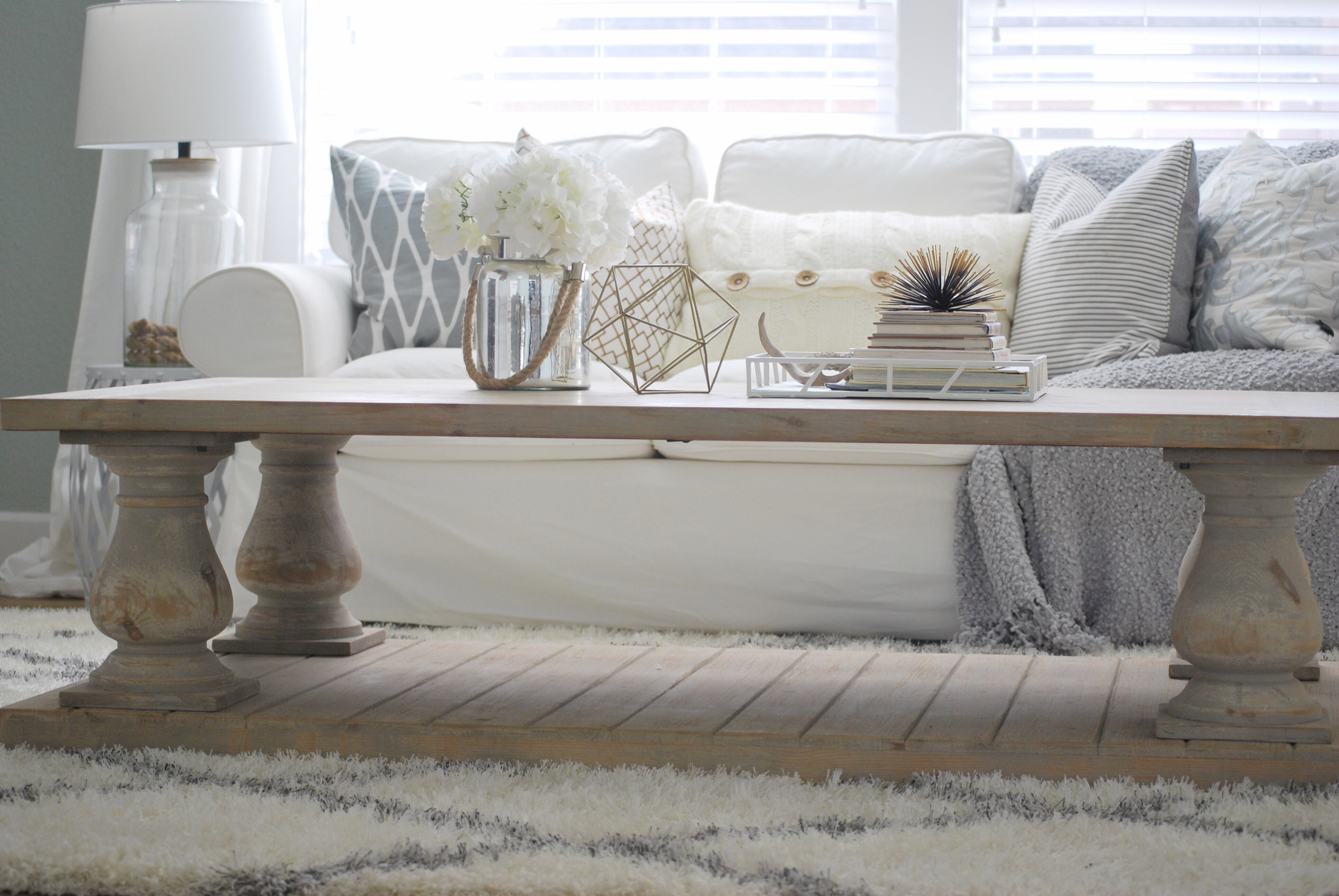 Winfrey reclaimed pinewood coffee table paint the world for Other uses for a coffee table